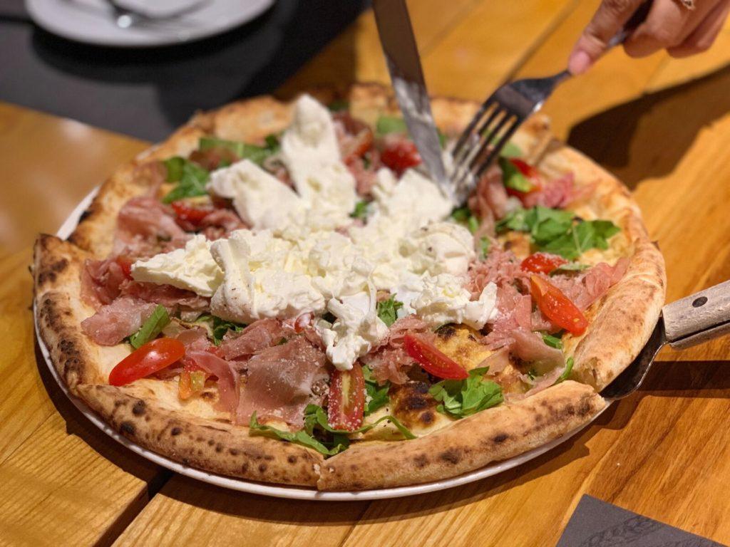 ブッラータピザ